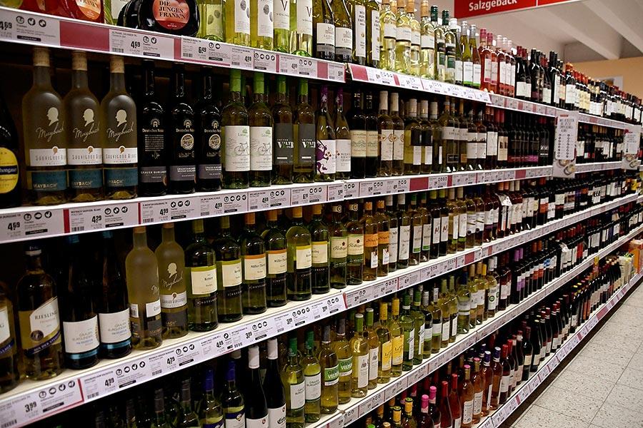 Weinabteilung im nahkauf Gruber
